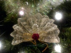 winnipeg-20140103-00568-lace-fan-on-tree
